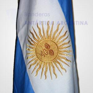 Bandera argentina de ceremonia. Sol bordado.