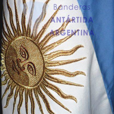 Bandera argentina de ceremonia. Detalle Sol bordado.